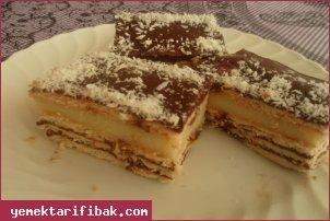 İki Renkli Bisküvili Pudingli Pasta